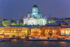 冬天赫尔辛基,芬兰晚上风景  库存照片