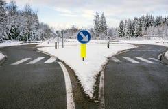 冬天路,环形交通枢纽 图库摄影
