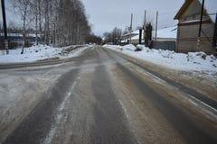 冬天路黑色沥青灰色冰 库存照片