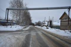 冬天路黑色沥青灰色冰 免版税图库摄影