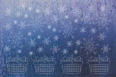 冬天销售与落在霜的雪花的手提篮 免版税库存图片