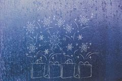 冬天销售与落在霜ba的雪花的购物袋 免版税库存图片