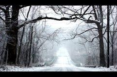 冬天雪冷的路风景场面 库存图片