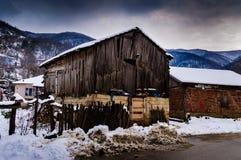 冬天雪的乡下村庄 免版税库存图片