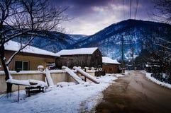 冬天雪的乡下村庄 库存照片