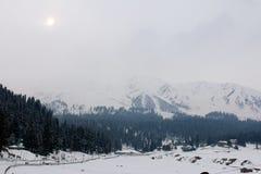 冬天风景在古尔马尔格,克什米尔 免版税图库摄影