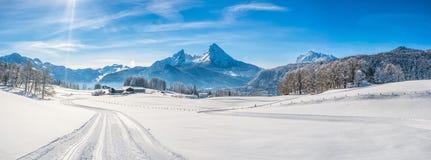 冬天风景在有瓦茨曼断层块的,德国巴法力亚阿尔卑斯 库存照片