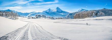 冬天风景在有瓦茨曼断层块的,德国巴法力亚阿尔卑斯 图库摄影