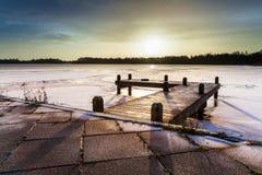 冬天风景湖 免版税库存照片