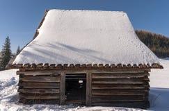 冬天风景的棚子 Tatra山 免版税库存图片