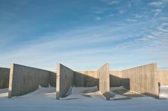 冬天风景的背景的具体建筑 免版税库存图片