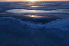 冬天风景的自然秀丽冰冷根据日落 库存照片