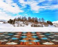 冬天风景被弄脏的背景与木甲板的 库存照片