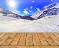 冬天风景被弄脏的背景与木甲板的 库存图片