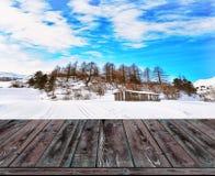冬天风景被弄脏的背景与木甲板的 免版税库存图片