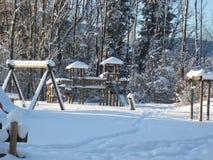 冬天风景,在雪下的操场 免版税库存照片
