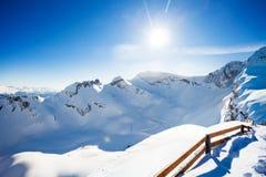 冬天高加索风景视图有篱芭的 免版税库存图片
