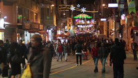 冬天,圣诞节,伊斯坦布尔istiklal街道,土耳其12月2016年, 影视素材