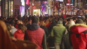 冬天,圣诞节,伊斯坦布尔istiklal街道,土耳其12月2016年, 股票录像