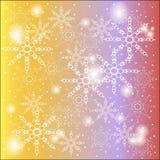 冬天,圣诞节,白色雪花圣诞节背景在一个黄色紫色红色梯度的与闪烁 免版税库存照片