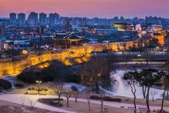 冬天,在华城的日落在水源,韩国 图库摄影