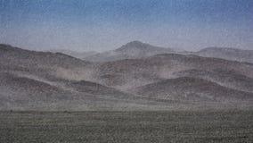 冬天,暴风雪击中天狮单山脉, Charyn峡谷 免版税图库摄影