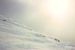 冬天,积雪的山 免版税库存图片