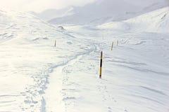 冬天,积雪的山 免版税库存照片