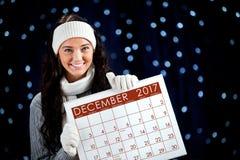 冬天:拿着12月日历在2017年 免版税库存图片