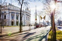 冬天维也纳剧院太阳视图  免版税库存照片