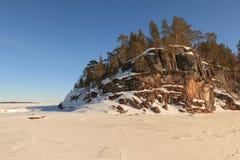 冻冬天巴伦支海的海角 免版税库存图片