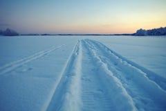 冬天结冰的湖 免版税图库摄影