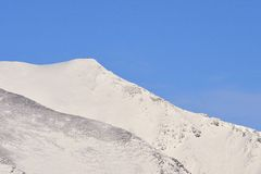 冬天登山人, Cumbrian山 免版税图库摄影