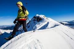 冬天登山 免版税库存图片