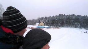 冬天滑稽的比赛 股票视频