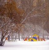 冬天 降雪在城市 免版税库存图片
