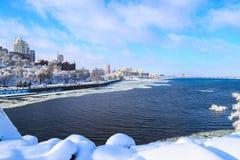 冬天Dnipro市的雪风景 大厦,摩天大楼,第聂伯河的看法 塔,乌克兰,第聂伯罗彼得罗夫斯克 免版税库存图片