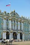 冬宫和偏僻寺院在圣彼得堡,俄罗斯 库存图片