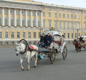 冬宫和埃尔米塔日博物馆-圣彼得 免版税库存照片