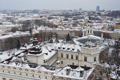 冬日多雪的维尔纽斯, Gediminas,立陶宛 免版税图库摄影