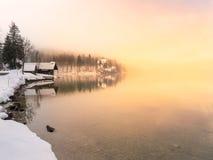 冬时在湖Bohinj斯洛文尼亚 免版税库存图片