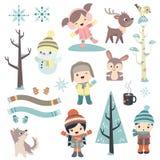冬时的逗人喜爱的孩子 免版税库存图片