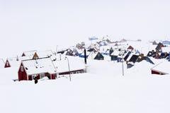 冬眠- Ittoqqortoormiit,格陵兰的最遥远的村庄 免版税图库摄影