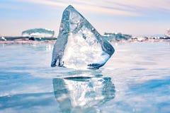 冰一个大片断在贝加尔湖的 库存照片