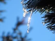 冰下落一个晴天 免版税图库摄影