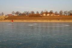 冰人滑冰 免版税库存图片