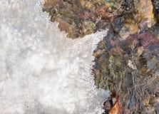 冰冷的小河 库存照片
