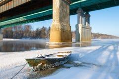 冰冷的小船 库存图片