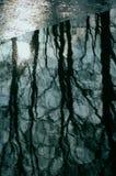 冰冷的河 库存照片