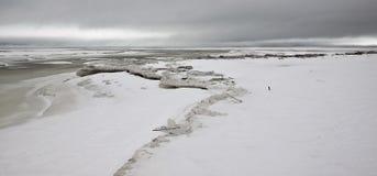冰冷的苏必利尔湖畔 免版税库存照片